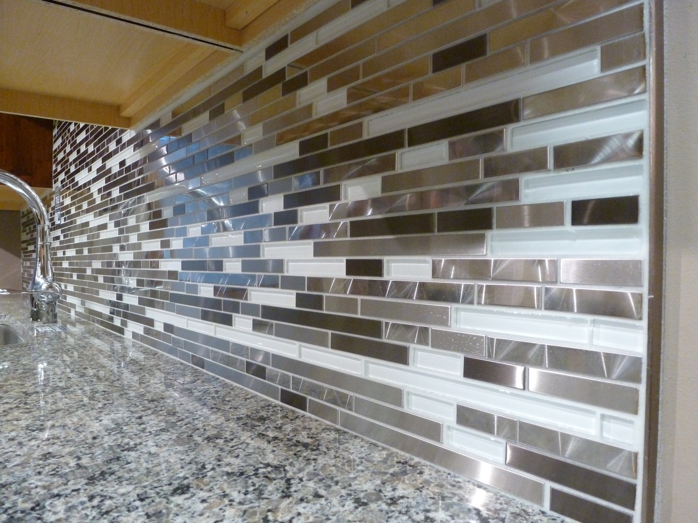 glass tile mosaic backsplash